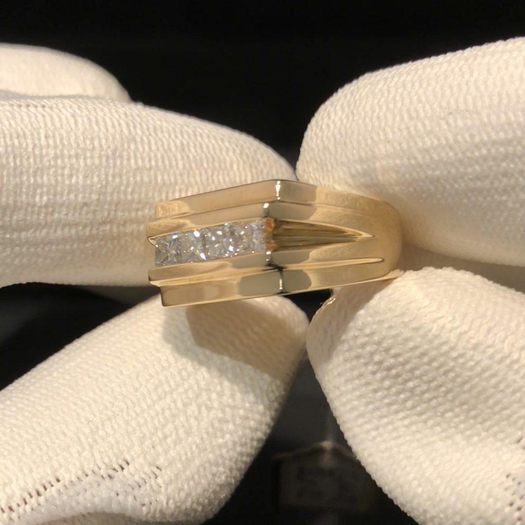 GHR-212 Heren ring 14 kt geelgoud mt 20 1/2 met Princess diamant 0.80 ct